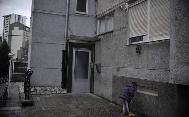 Crimen en otxarkoaga la ertzaintza investiga si los for Pisos en otxarkoaga