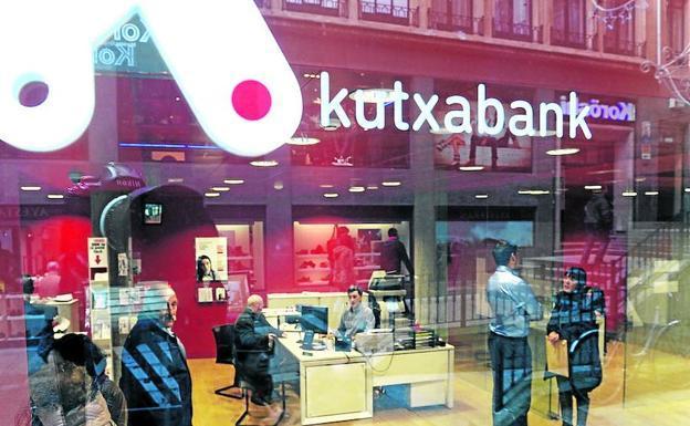 Kutxabank obtuvo en 2017 un beneficio de 302 millones un for Oficina kutxabank barcelona