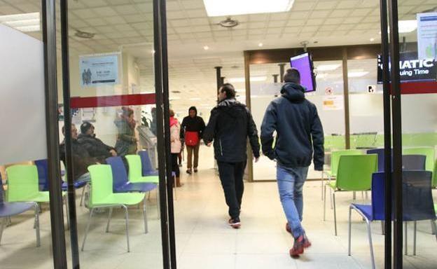 Detenida una pareja en bilbao por estafar euros a for Oficina de correos bilbao