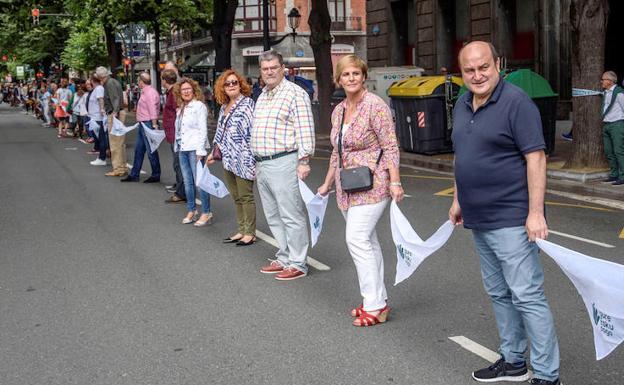 Cadena humana de vascos defiende independencia de la región