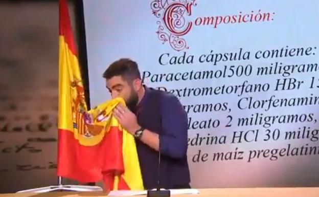Juez lo perdona por limpiarse la nariz con la bandera española