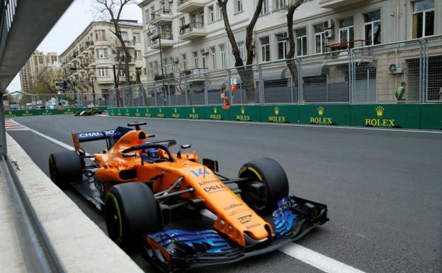 Alonso disputando el GP de Bakú/Reuters