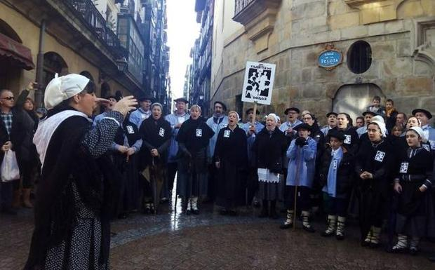 El coro de Arratia canta a Santa Águeda en Catania   El Correo