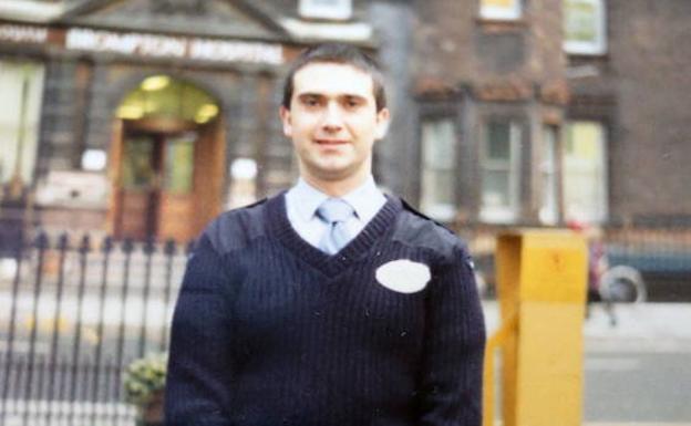 Miguel Ángel Martínez, que trabajó dos años como celador en un hospital de Londres/E. C.
