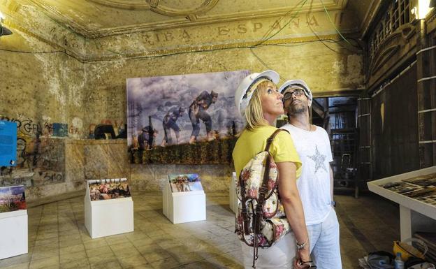 Las históricas galerías, en pleno proceso de restauración, se han abierto al público y acogido varias exposiciones artísticas. / BORJA AGUDO
