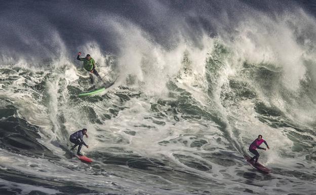 Las grandes olas de la Vaca de Santander  acf89013782