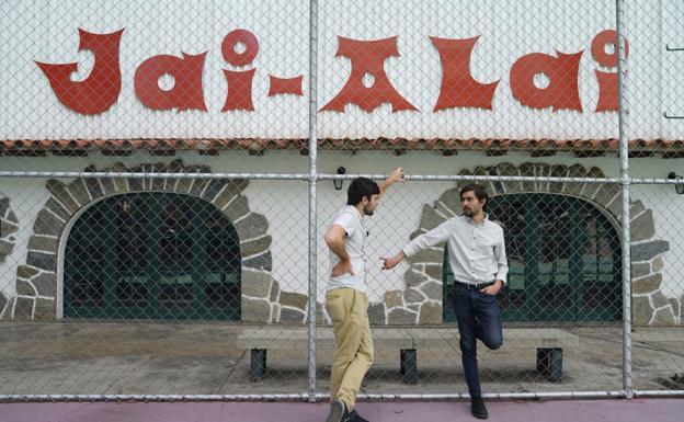 Ibane con su hermano Julen en el Jai Alai de Caracas/JON G. ARAMBURU