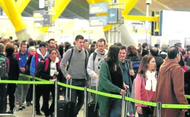 c6b3c335f1 Aeropuertos y estaciones de tren empiezan su particular vía crucis de  huelgas en Semana Santa