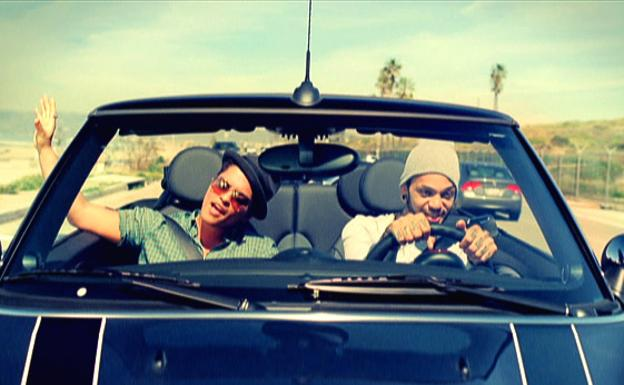 Bruno Mars y Travie McCoy, en el vídeo de 'Billionaire'./