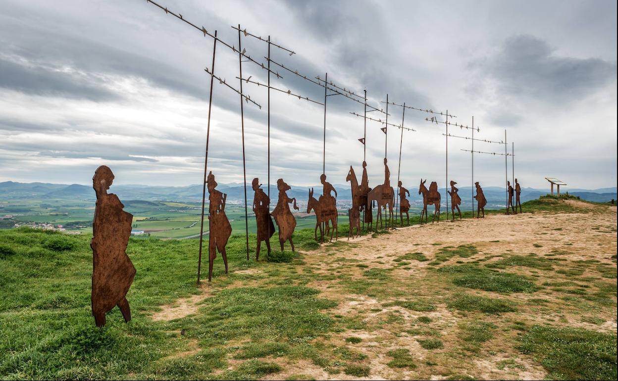 Homenaje a los peregrinos en el Alto del Perdón | El Correo