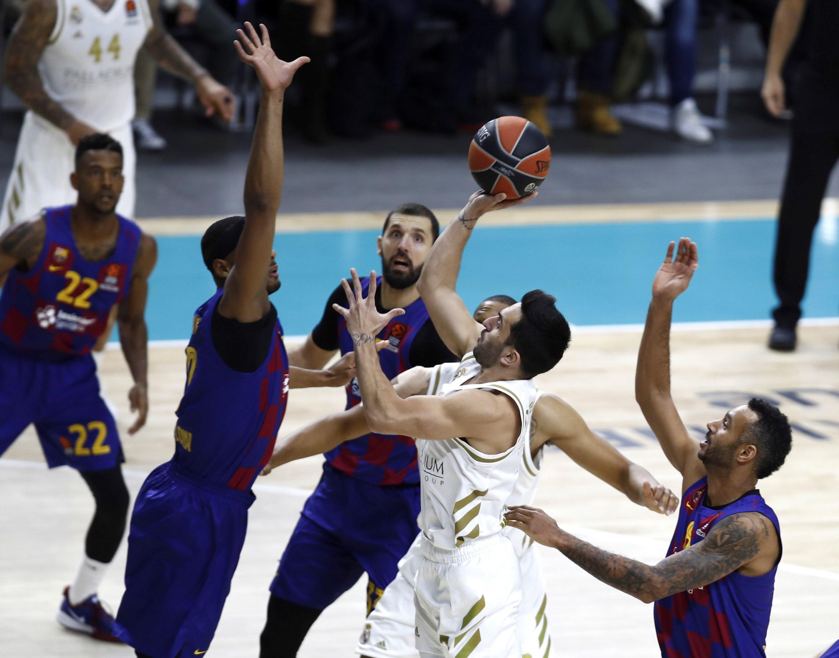 El médico del Real Madrid pide perdón al Barça, que emite una queja