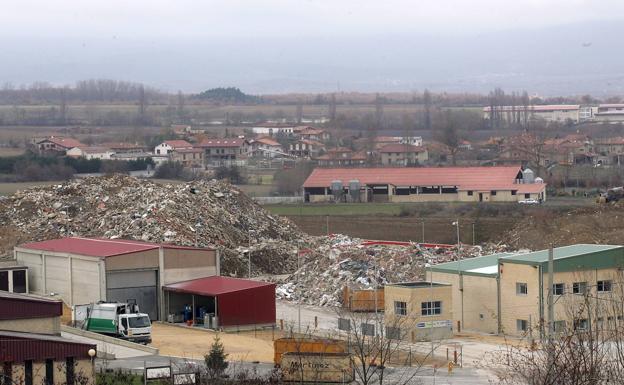 Vitoria ofrece Gardelegui para recibir residuos del vertedero de Zaldibar