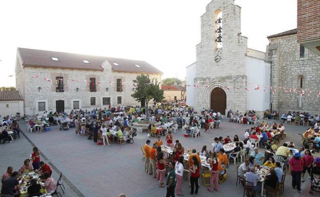 Festejos en la plaza de Quintanilla de Onésimo.