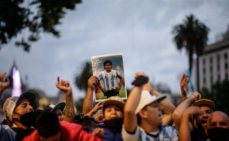 Argentina despide entre incidentes a su dios eterno