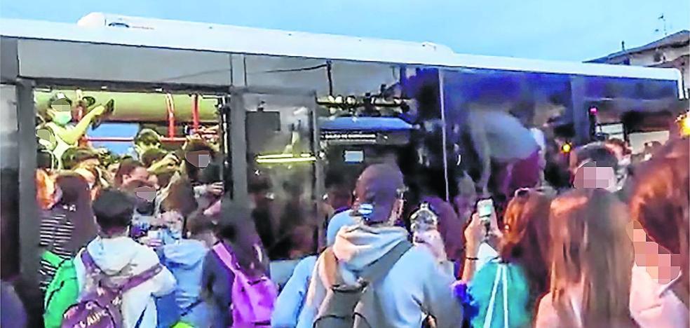 Las aglomeraciones de cientos de jóvenes en Plentzia obligan a reforzar el servicio de metro