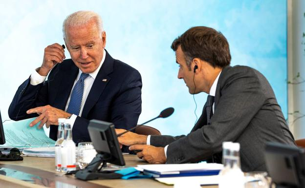 US President Joe Biden speaks with his French counterpart, Emmanuel Macron, during the G7 summit last June.