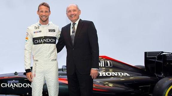 Jenson Button y Ron Dennis. /