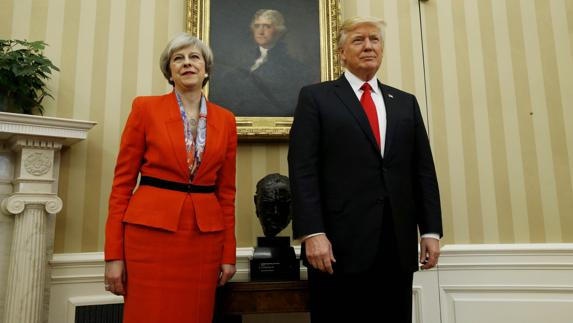Theresa May, junto a Donald Trump./