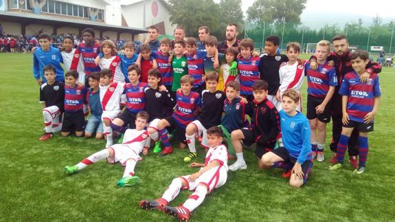 Lección de fútbol y vida en un torneo de alevines del Umore Ona  2f94c78d7b00c