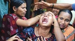 Una mujer llora a una de las víctimas de Bangladesh./ AFP/